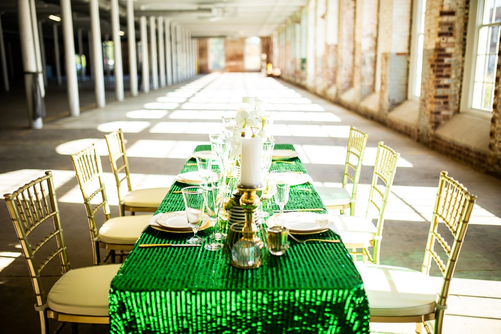Modern meets industrial-chic for an intimate vow renewal with emerald green details Images @daffodyyl & Event Design @virtueevents  http://bit.ly/2trj03r Table Decor https://tableofcontentsnc.com/pic.twitter.com/zjpoO4iZkT