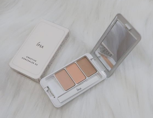 Have you tried the Ipsa Creative Concealer EX? It's the most popular concealer at @MoonMoonCos for a reason—the compact contains three different shades to address blemishes and uneven tones for a natural look. pic.twitter.com/4NA8QEd65a