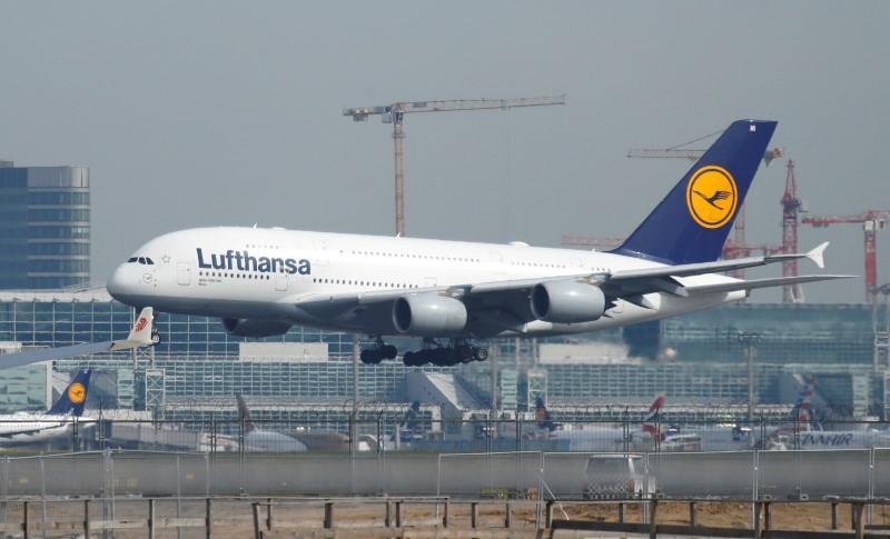 German cabin crew union suspends Lufthansa strike preparations https://reut.rs/37czJpF