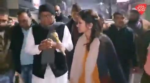 कांग्रेस के वरिष्ठ नेता @digvijaya_28 ने कहा दिल्ली पुलिस केआका के कहने पर हो रहा सब, हम हुकूमत के दबाव में नहीं आने वाले। देखिए @mausamii2u की रिपोर्ट।#ReporterDiary अन्य वीडियो: http://bit.ly/IndiaTodaySocial…