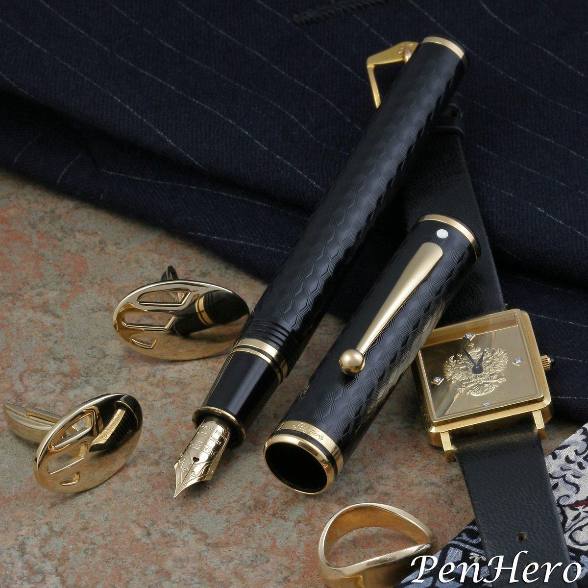 Sheaffer Connaisseur Herringbone fountain pen c. 1991-1992   #pencollecting #fountainpen #sheaffer #sheafferpen  #sheafferconnaisseur  #connaisseur #nononsense #guilloche #herringbone #penhero