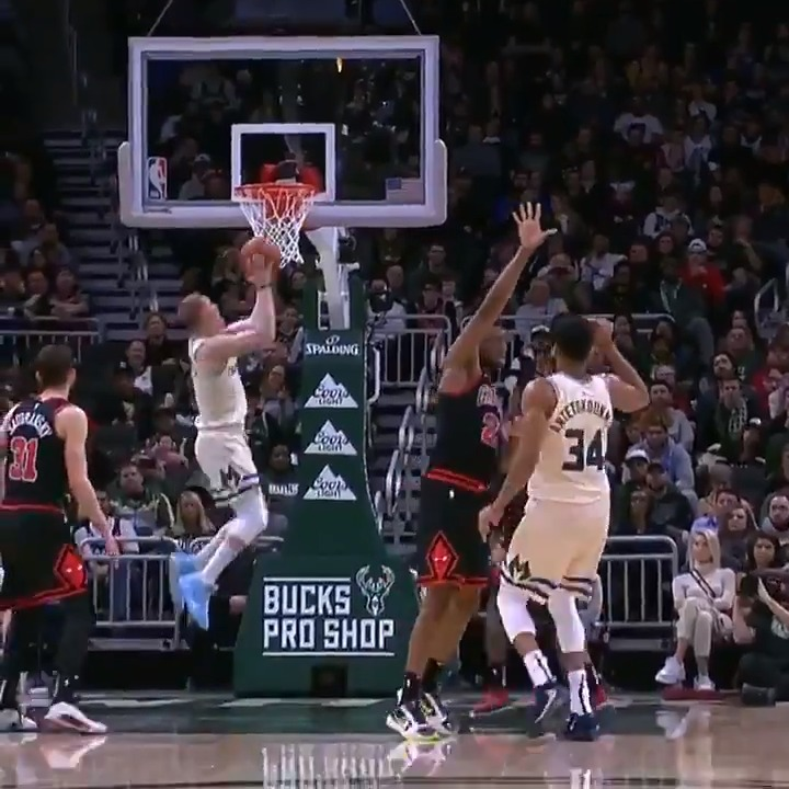 Image for the Tweet beginning: Giannis pulls it down to