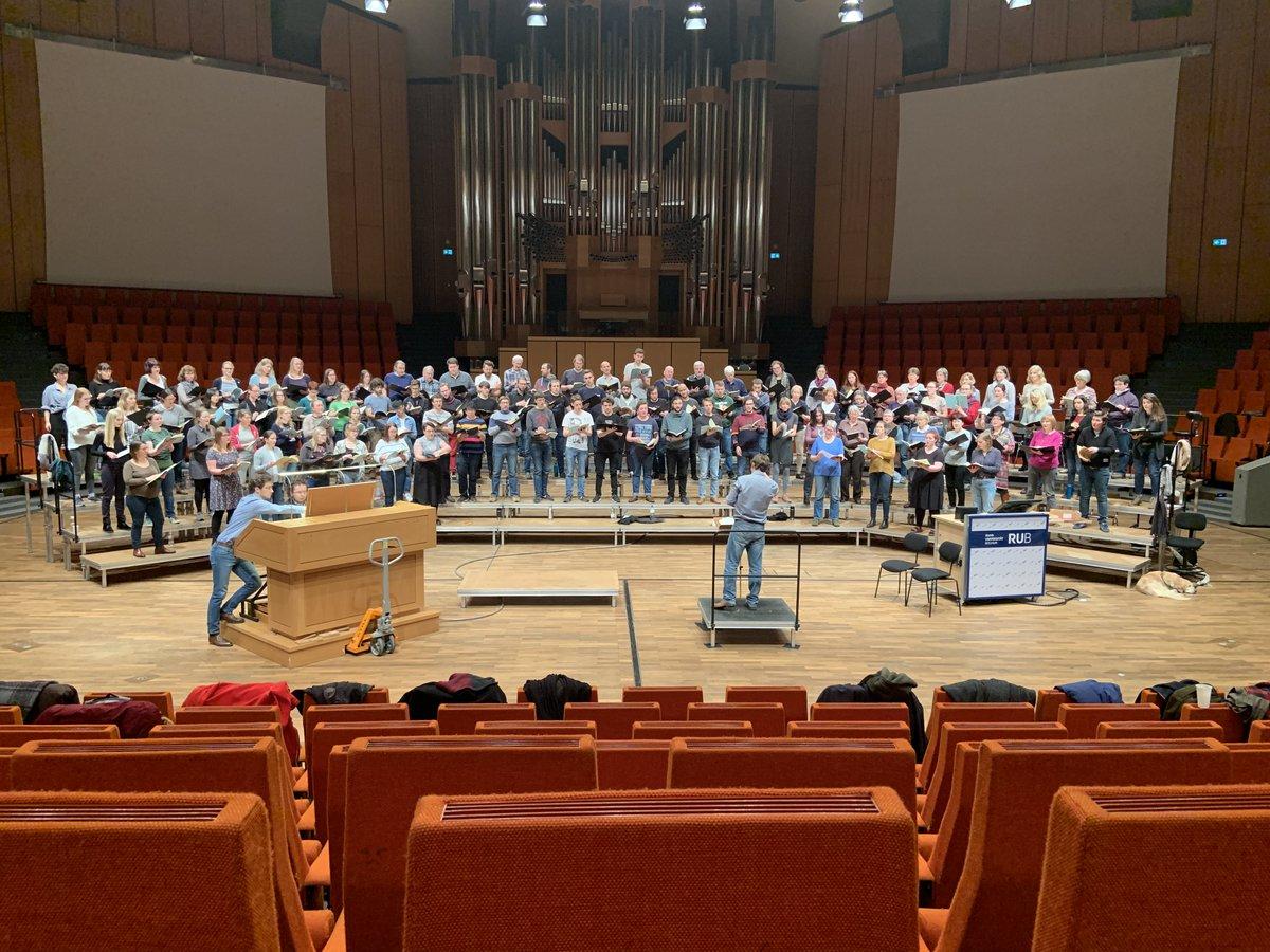 Di, 21.1., 20 h | Unichor singt Brahms-Requiem im Audimax | Die Generalprobe war schon mal vielversprechend! | Karten 15,-/erm. 10,- ab 19.15 h an der Abendkasse | http://www.mz.ruhr-uni-bochum.de/events/musik/event00581.html.de…pic.twitter.com/8ufMhL2b9t