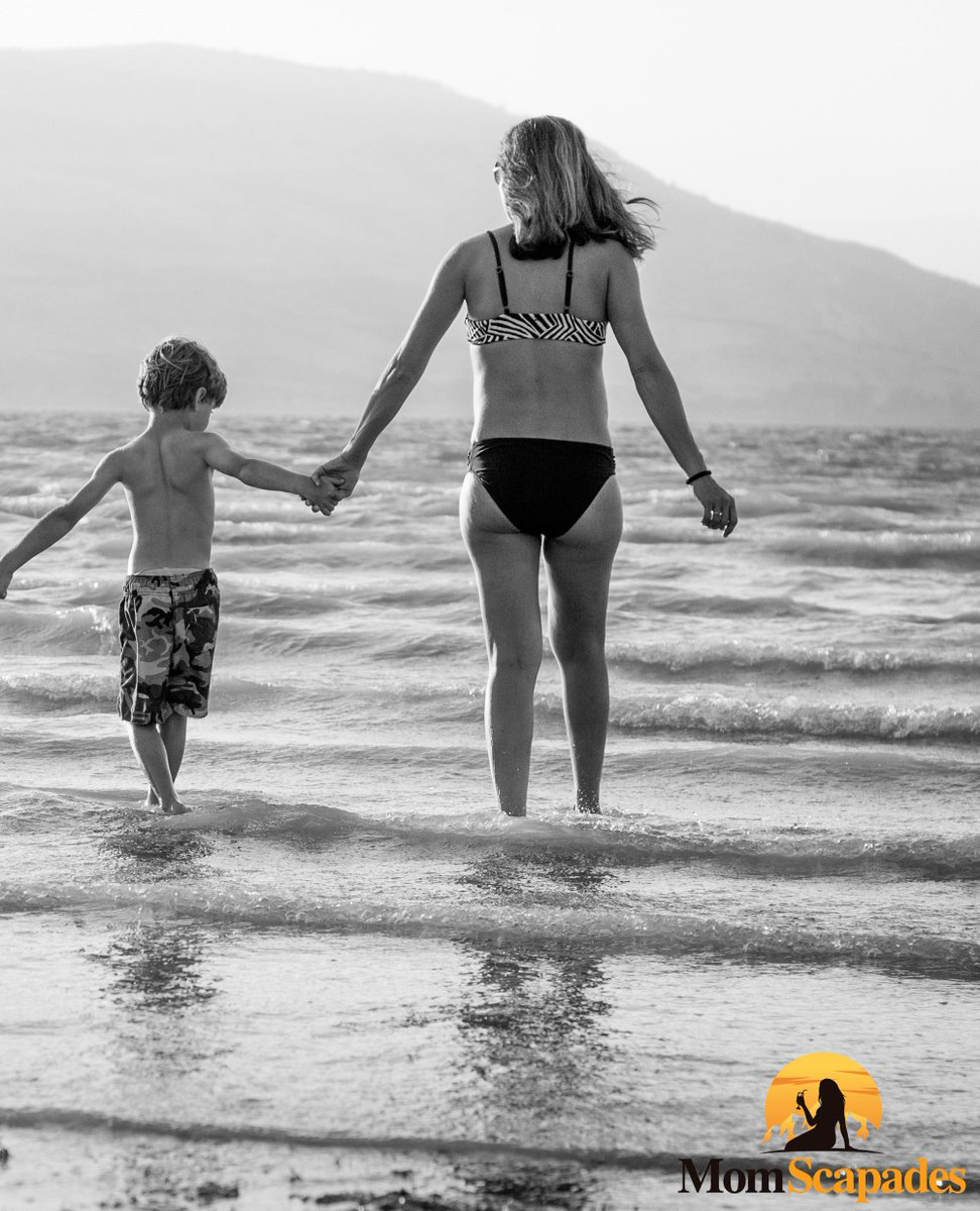"""""""A good head and a good heart are always a formidable combination.""""- Nelson Mandela . Escapades for single moms at the beach... . @theellenshow @sophiavergara @charlizetheron @oprah @halleberry . #travelling #travelingmom #vacation #momlife #singlemom #singlemomstrong #momstrippic.twitter.com/wvGKZ9mWdV"""