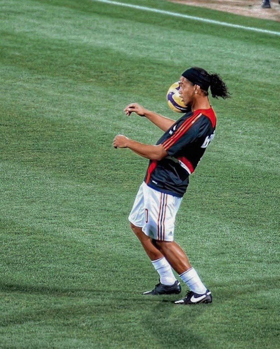 Ronaldinho Gaúcho @10Ronaldinho