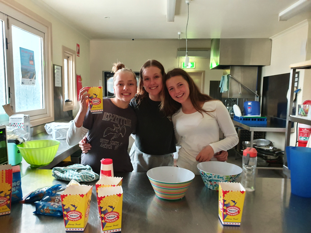 #Yips, #MovieNight with Ice Cream and Popcorn! Thank you to Sun Cinemas in Bairnsdale who donated the popcorn cups. Lots of kernels where popped! Was great to see some new faces turn up. pic.twitter.com/GoSMRTGVbQ