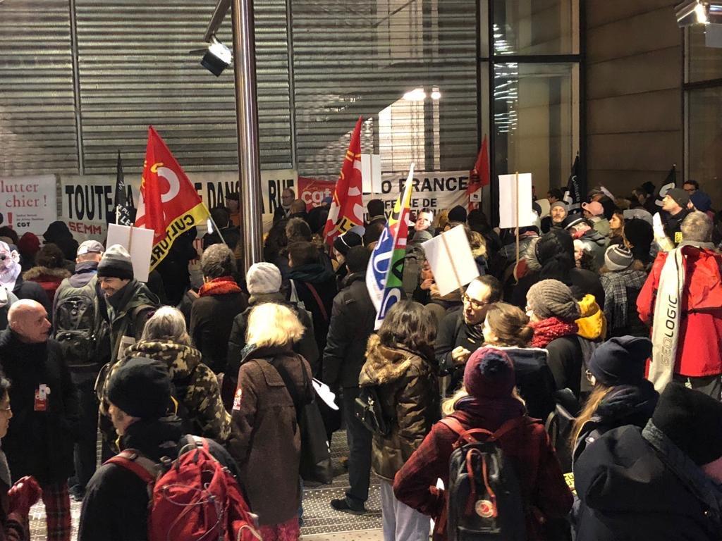 #Greve20janvier #BNF Action-annulation des voeux du sinistre de la culture avec le tube @attac_fr @LaFeteaMacron du début d'année  via Françoise M.pic.twitter.com/tCsItQLi4x