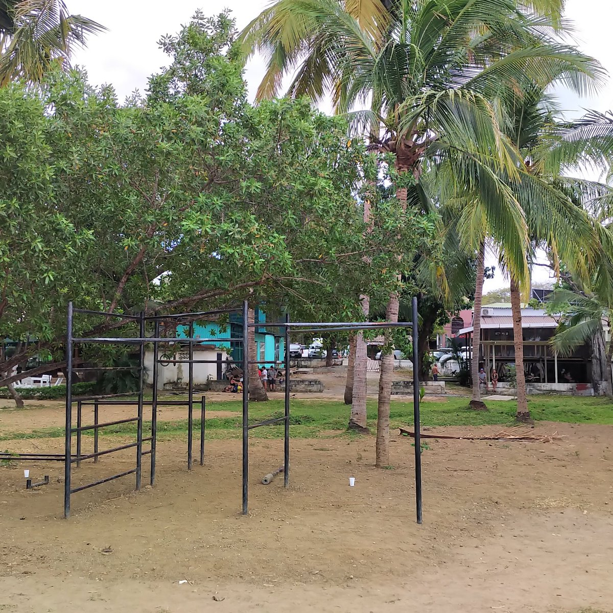 Who needs a gym membership when you can do calisthenics on the beach. #CostaRica<br>http://pic.twitter.com/jMX5g46IQg