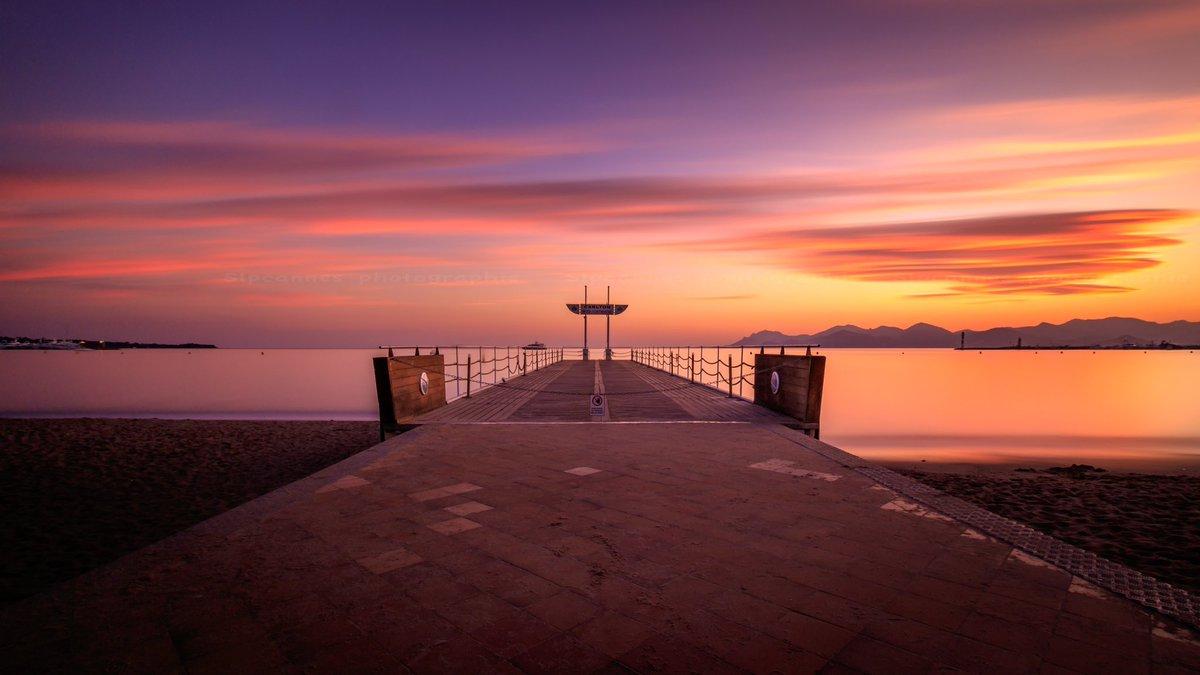 Le ponton du @CarltonCannes un soir d'automne #cannes #CotedAzurFrance #MagnifiqueFrance #sunset @villecannes @VisitCotedazur @CannesIsYours cc @davidlisnardpic.twitter.com/Rc2HLfyqYu