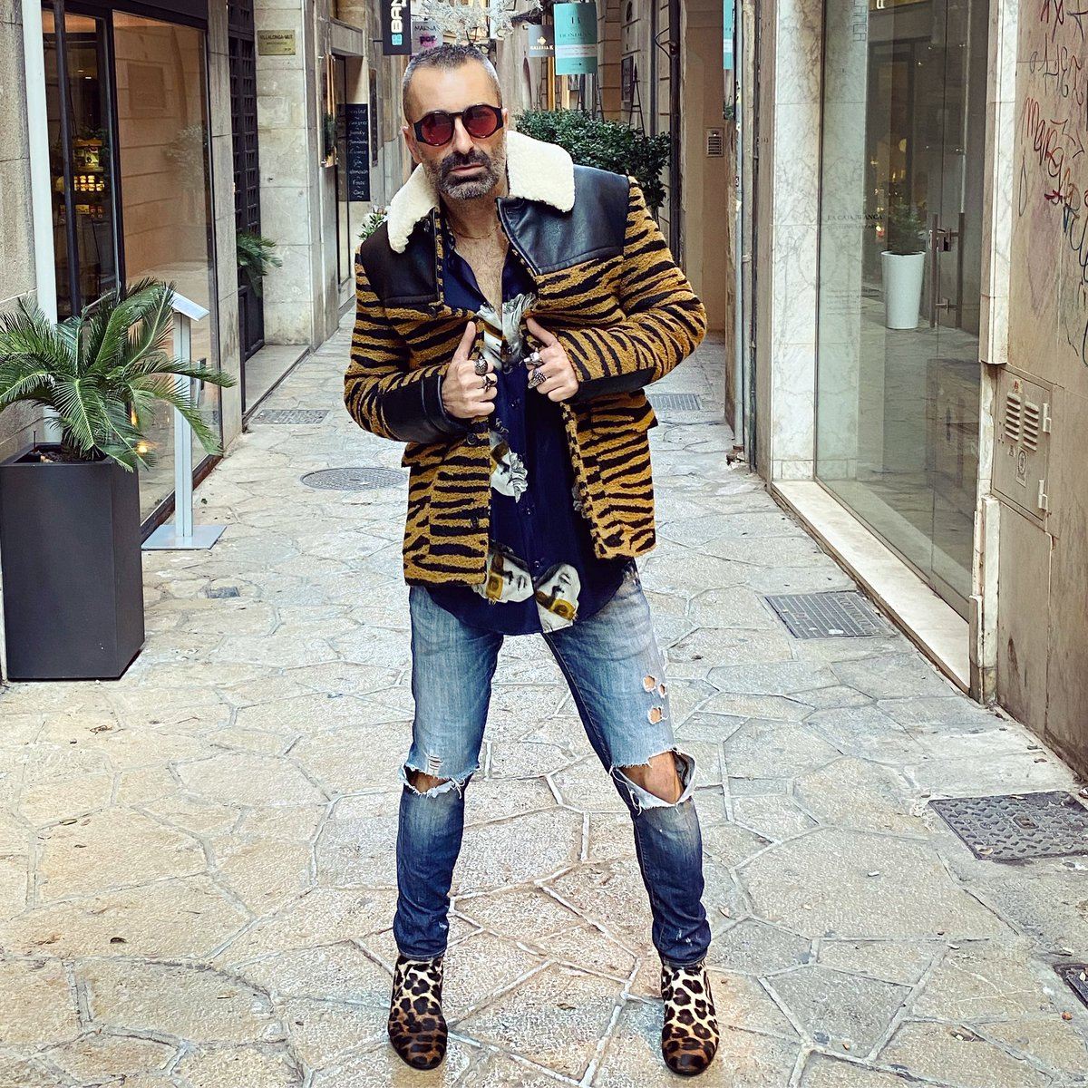 Take a walk on the wild side  #menswear #fashionista #streetstyle #animalprint #mallorca #palmademallorca #stellamccartney #christianlouboutin #hoscos #outfitoftheday #men<br>http://pic.twitter.com/4cEsApJ64S