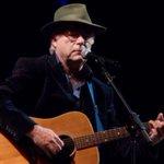 Image for the Tweet beginning: Singer dies on stage during
