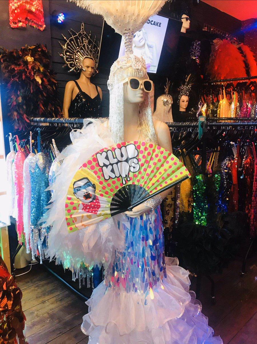Thanks @klubkids_uk @MuthaTucka_ for the fan for our Betty #DragConUK #dragqueens #DragRaceUK #rupaulsdragconuk #RuPaulsDragRaceUK #sequinshowstoppers #klubkids