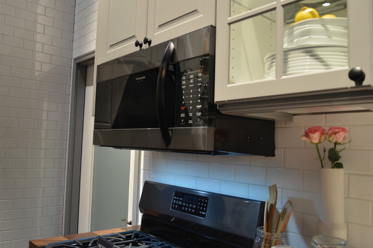 This step-by-step guide will show you how to clean a #microwave in about five minutes. #lifelessons   http:// cpix.me/a/90332575    <br>http://pic.twitter.com/CGR8WI1Dy5