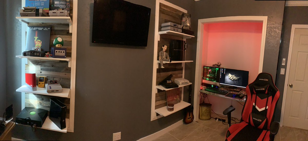 Check it out, my game room! #gameroom #vintagevideogames #vintagegaming #battlestation #gamer #ps4 #nintendo #playstation #SegaGenesis  #Xboxpic.twitter.com/iZ2pxECVBN