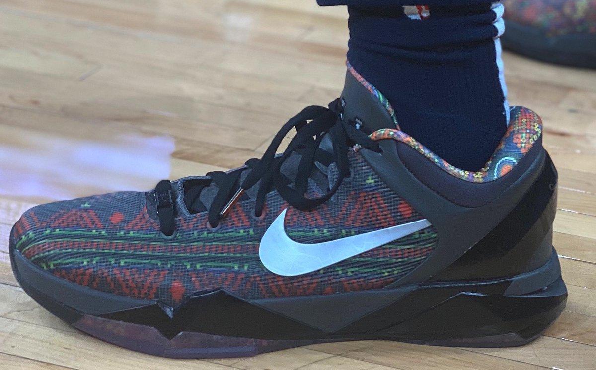"""Lonzo Ball breaks out the """"BHM"""" Nike Kobe 7 in Memphis! #NBAKicks"""