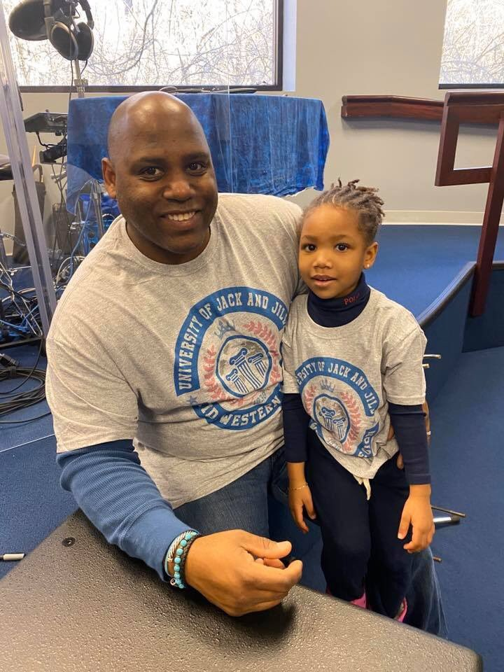 Daddy & Ava volunteering today with the PreK - Kindergarten group of Jack and Jill Indy putting together baskets for the clients of the @CoburnPlace #puttingothersfirst #ElevateYourVoice #keepingthedreamalivepic.twitter.com/uFDePFbP9h