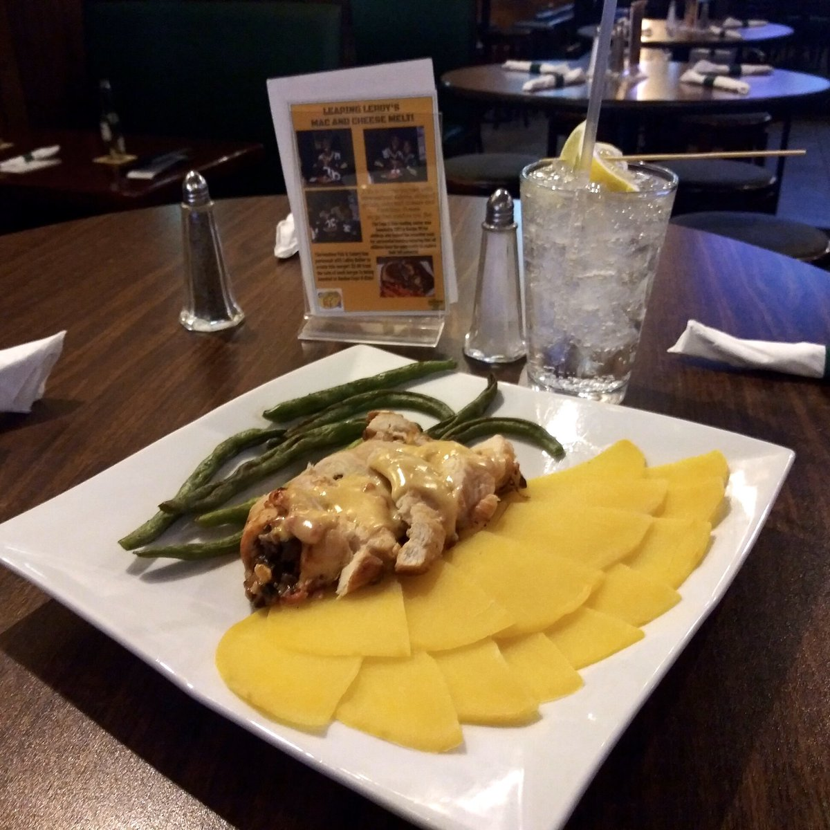 Introducing our new keto special this week! Baked chicken breast stuffed with bacon, mushrooms and gouda cheese served with rutabaga petals and green beans. #ketodiet #downtownracine<br>http://pic.twitter.com/7Bm4lQc3Pc