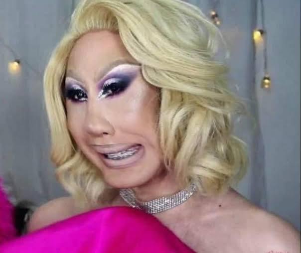 YouTube é uma vergonha, dps vem querer se juntar a comunidade LGBTQ+  #ParabénsSemRestriçãopic.twitter.com/c24nIc8U0x