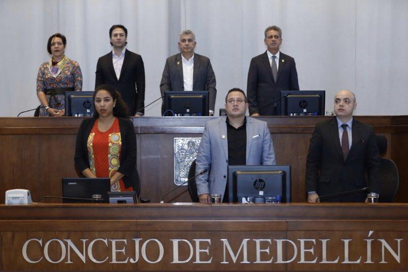 Hoy en @ConcejoMedellin  se efectuó la posesión  de la Contralora General de Medellín, Dra. Diana Carolina Torres García, deseándole éxitos en el ejercicio de la vigilancia de la gestión fiscal en nuestra ciudad. @luisbernardov @dorasaldarriaga @carlosazuluagapic.twitter.com/H0xyxdmTwT