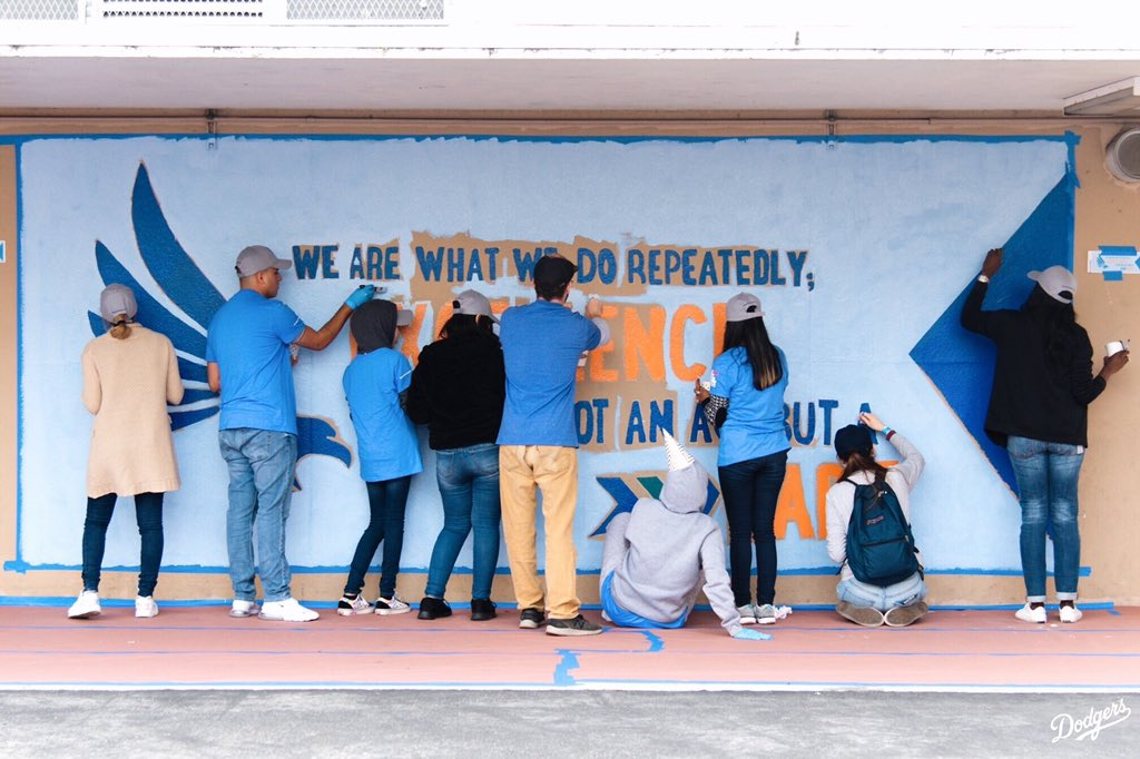 In honor of #MLKDay, Dodger Alumni and @BankofAmerica volunteers painted inspirational murals at Orville Wright Middle School as part of LA Works' MLK Day of Service. #DodgersLoveLA