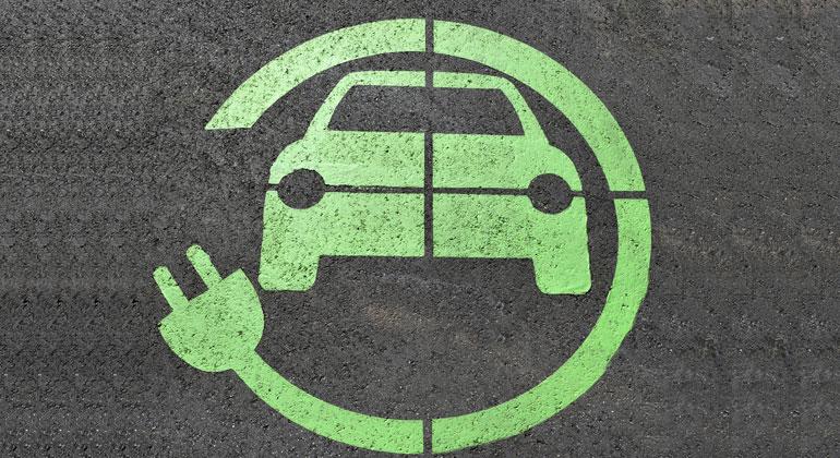 """Volker Quaschning  @VQuaschning: #Elektroauto kurz vor dem Durchbruch. Für den Durchmarsch der Technologie gibt es kaum noch Hürden.  ... Für den Klimaschutz müssen wir aber auch ein anderes Mobilitätsverhalten entwickeln.  http://kurzlink.de/FGZ/Themen """"Service..., E-Mobilität""""pic.twitter.com/H5D9k3ihP3"""