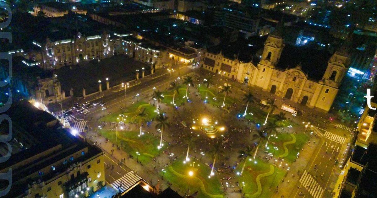 fascinante experiencia lograr esta toma de 'lima' -la ciudad de los reyes- aumenta más su valor, q no haya sido en cualquier día, sino, en el mismo día de su aniversario 18enero  #drone #parrot #photo #lima #limacentro #limaperú #aerealphotography  #trascend  t•drone