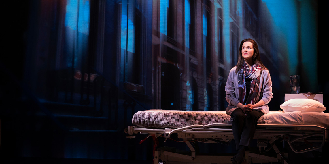 #LauraLinney is superb in #MyNameIsLucyBarton @MTC_NYC Review @ http://www.stagezine.com/my-name-is-lucy-barton-laura-linney-shines/…pic.twitter.com/dL63Wuwa6R