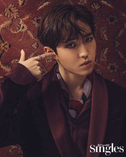 Can we talk about how good jaehwan at posing now he is sucha pro after doing thousands of photoshoot since w1 days urgh jaehwan pic.twitter.com/XX3PMCKpNJ
