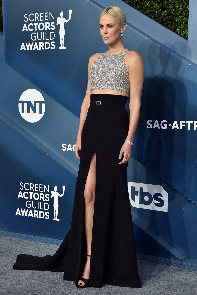 女優の #CharlizeTheron が #ClareWaightKeller デザインの #GivenchyCouture を着用して、第26回全米映画俳優組合賞に登場しました。#GivenchyFamily #GivenchyCouture  #SAGAwardspic.twitter.com/YGfGvp2t8j