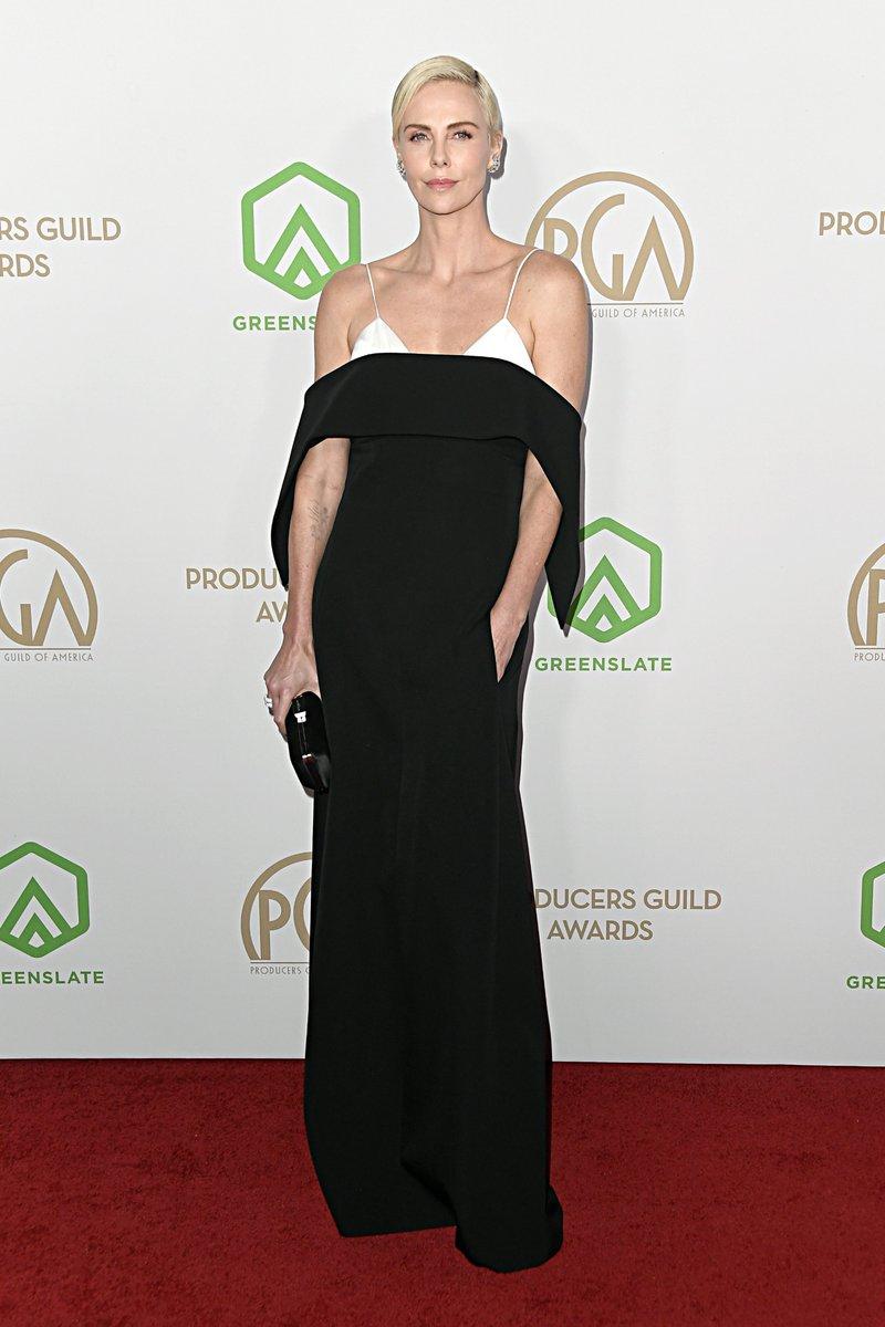 女優の #CharlizeTheron が #ClareWaightKeller デザインの #GivenchyCouture 2019年秋冬を着用して、ロサンゼルスで行われた第31回Annual Producers Guild Awardsに登場しました。pic.twitter.com/2yAbQqYTMl