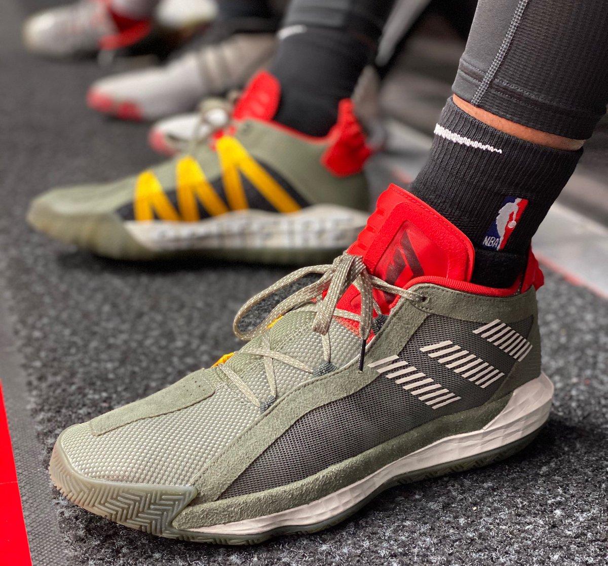 🔥 @Dame_Lillard's adidas Dame 6 at home!   #NBAKicks #RipCity
