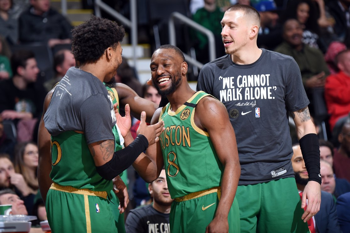 ¡PALIZA Y CLÁSICO PARA BOSTON! Los Celtics, con un brillante trabajo en equipo, aplastaron 139-107 a los Lakers en la #NBAxESPN. ¡Kemba Walker le ganó por primera vez en su carrera a LeBron James!