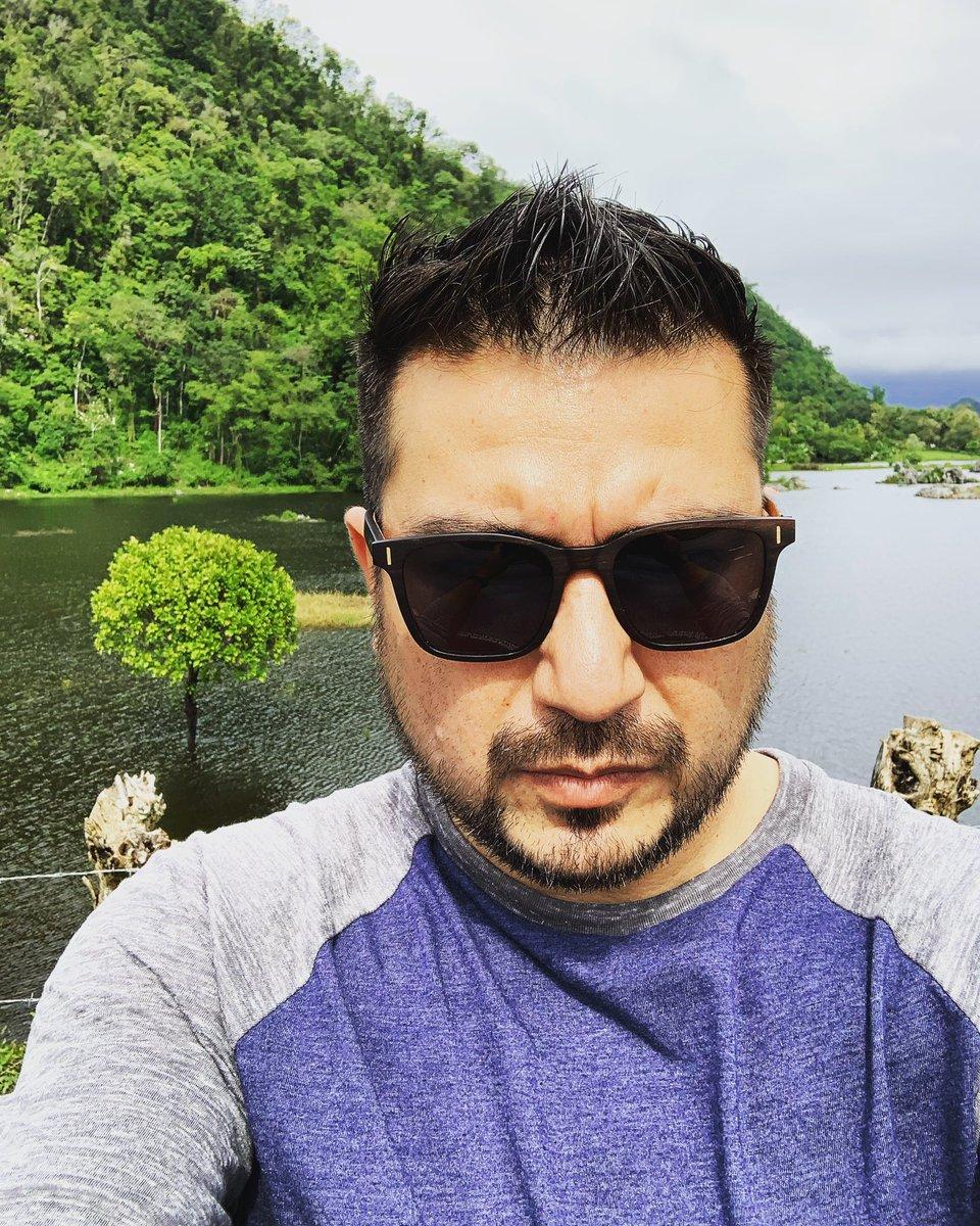 Por eso es que no subo selfies a Instagram, sino mi nariz y mi frente tapan todo el paisaje... pic.twitter.com/iKe69xvCV2