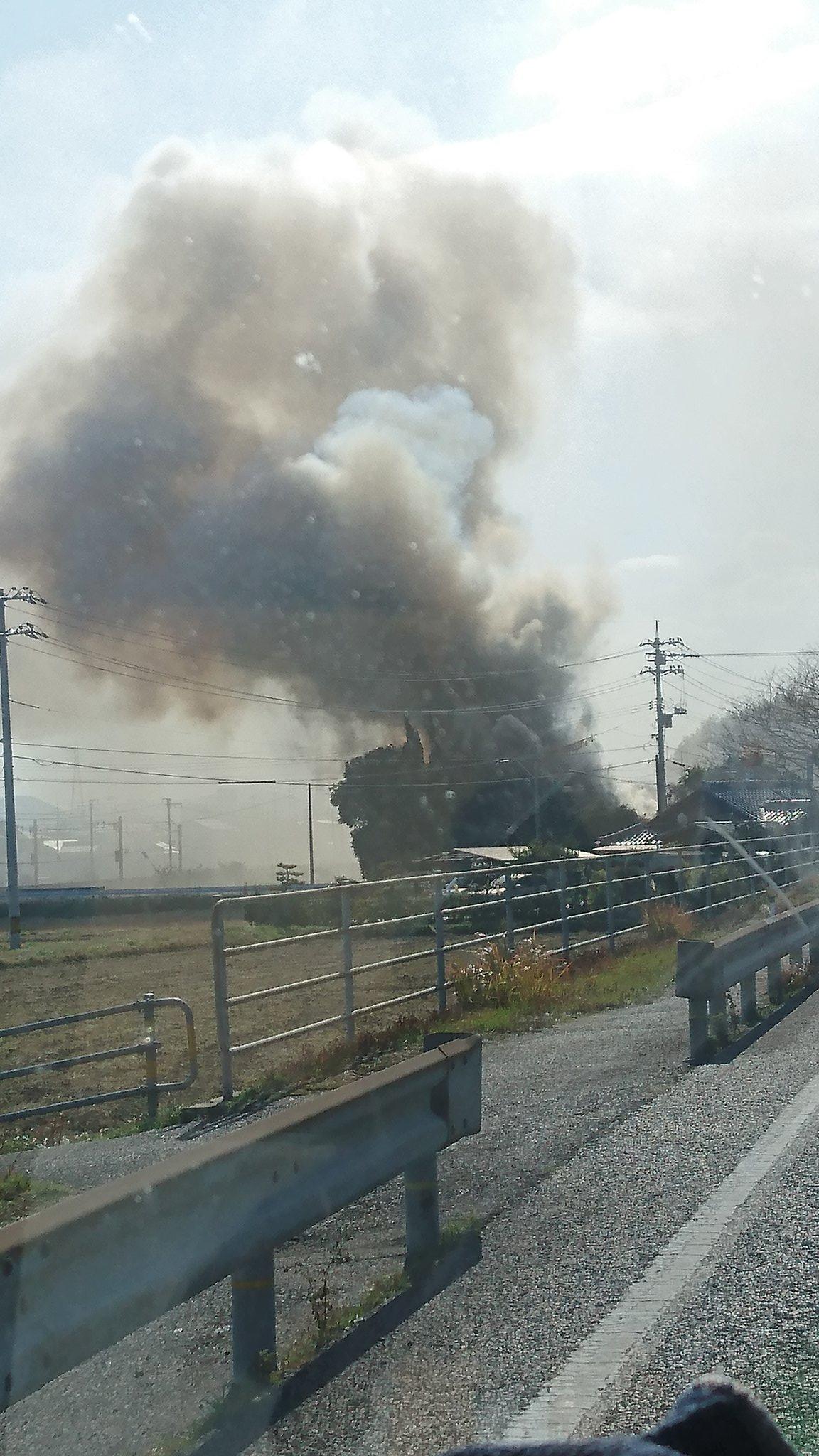 下関市王司上町で火事が起きている現場の画像