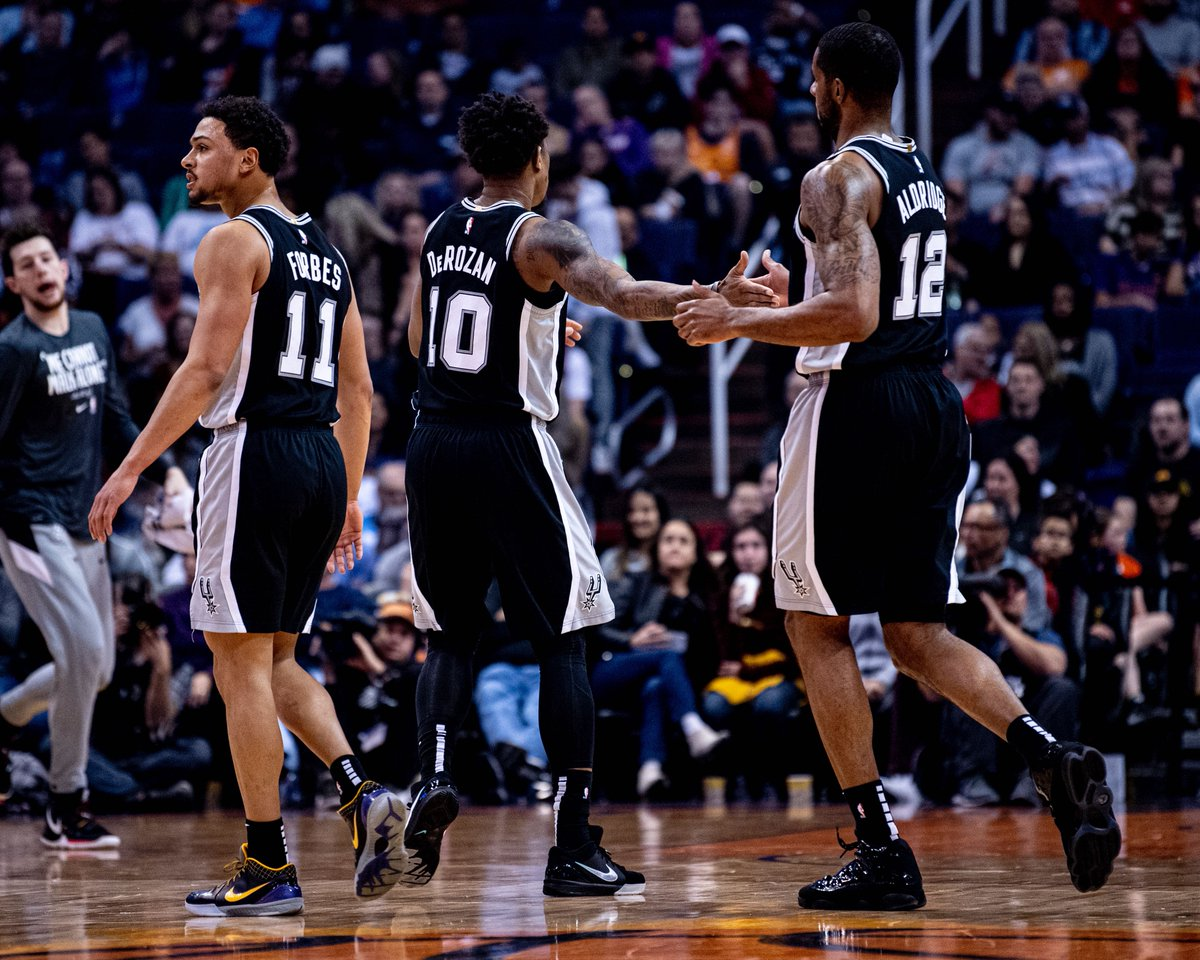 Spurs 120 Suns 118  5.6 seconds left. Phoenix ball out of the timeout.