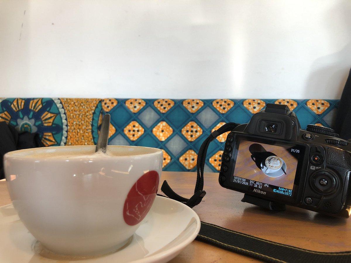 Nicht (nur) eine Kaffeepause, sondern auch #fotoshooting für die Ausstellung!   #IchBinDa  #PrekäresWohnen #Wohnungslosigkeitpic.twitter.com/XsUa38UW54 – at Café Auschlössl
