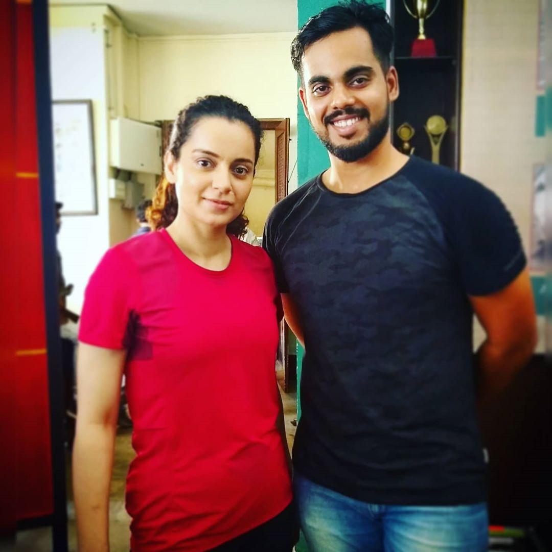 Jaya nigam aka #KanganaRanaut with one of the fitness & safety trainer for Panga film. #PangaThisFriday<br>http://pic.twitter.com/Sjdd50yQGQ