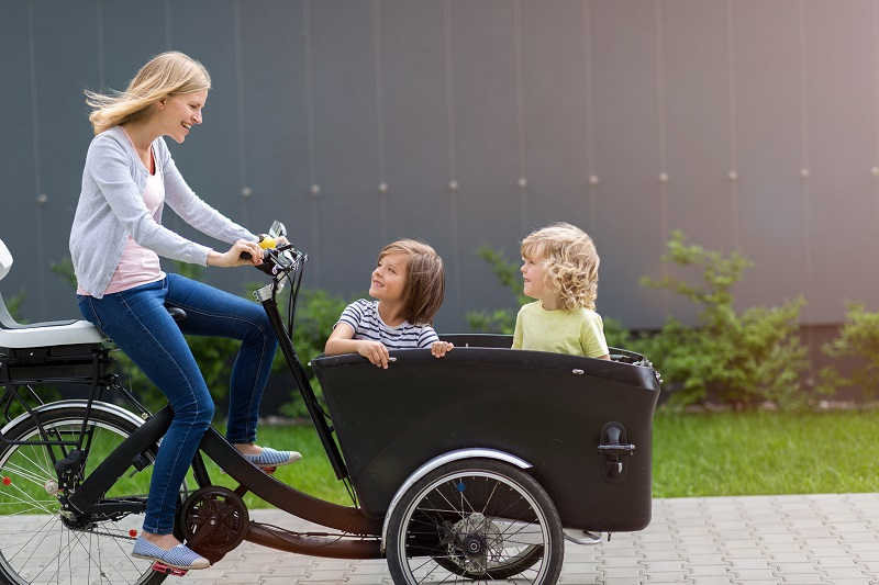 6 Reasons Why Cargo E-Bikes Are The Best Mode Of Transportation #ElectricDeliveryVehicle #DeliveryVehicle #CargoEBikes #ElectricCargoBike  https://bit.ly/3az8eJ9pic.twitter.com/hK83Iru2yF