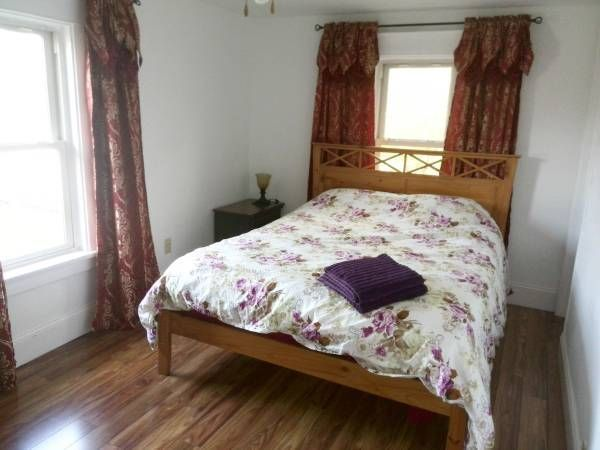Stay a week, stay a month! Large Queen sized room available in Niagara Falls  If you are here on business, a student, we can help. #NiagaraFalls #GreatDeal