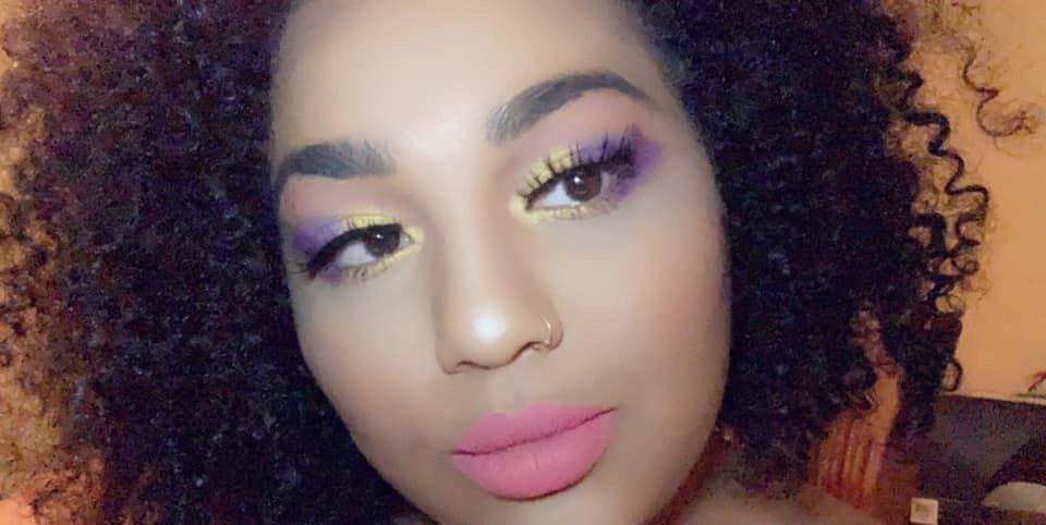 Nunca es tarde para darnos cuenta de que merecemos, y al mismo tiempo necesitamos, un lugar de honor en nuestra escala de prioridades. #afrolatinas #selflove #curlyhair #rizosperfectos #rizosnaturales #rizos #curls #curlyhairstyles #makeup #makeupbigginner #glow #curlcrush