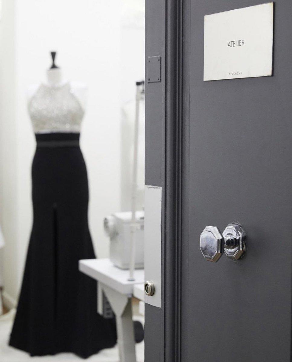 CharlizeTheronが着たドレスはGIVENCHYAヘアスタイルを担当したのが有名なAdirAbergel #SAGAwardspic.twitter.com/QxGaU7IUWL