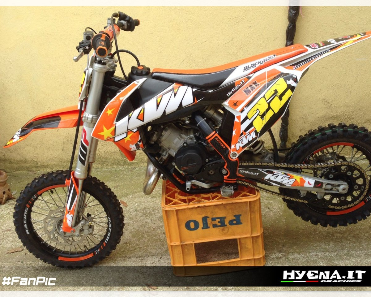 Graphics customized by a fan and realized by us are now available for you too, make your own custom graphics now! http://www.hyena-mx.com/en/home?twt #graphicskit#hyenagraphics#dirtbike#motocross#fmx#offroad#xoffroad#mx1#mx2#ktmitalypic.twitter.com/V1ClPyut0Z