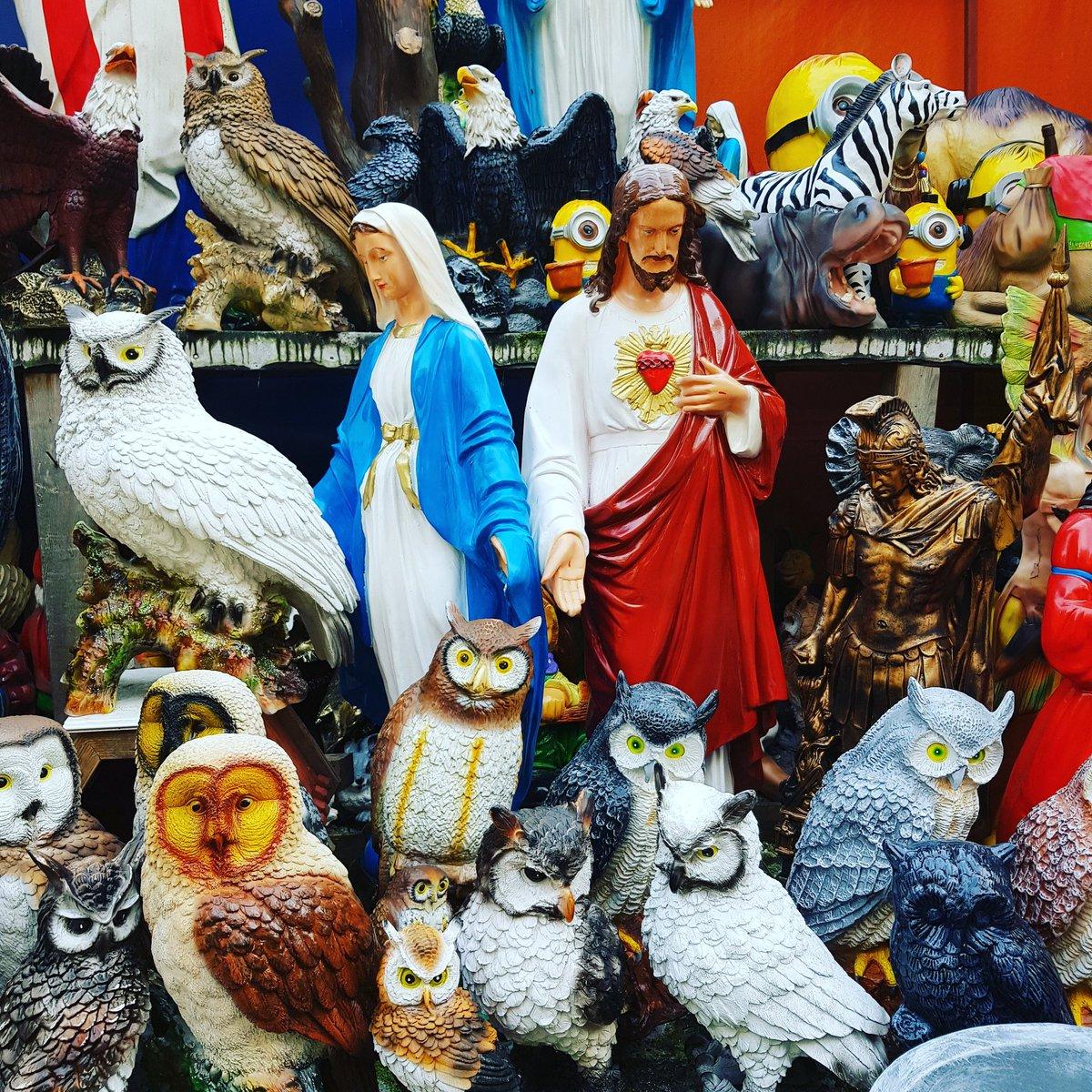 Jesus und Maria und die Segnung der 3.000 Eulen. Ganze Geschichte siehe Apokryphen.  The benediction of the 3.000 owls by Jesus & Mary. Whole story in the apokryphs.  #jesus #jesuschrist #jesusmemes #mary #jesusandmary #jesusandmarychain #owl #owls  #eule #eulen #apokryphenpic.twitter.com/W8McWSLXwN