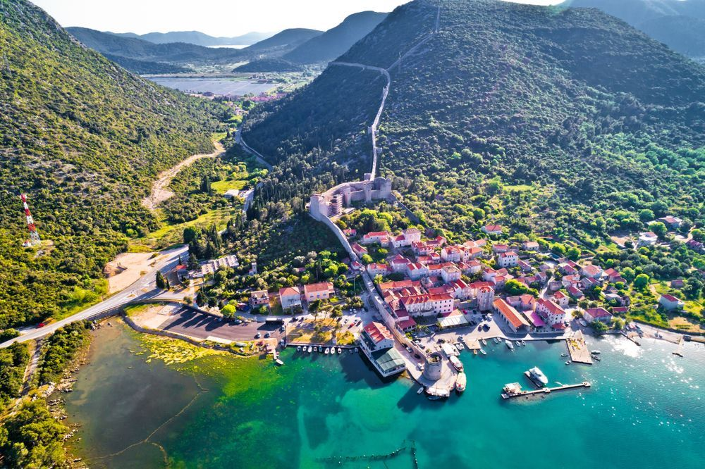 A History Lover's Guide To Croatia  We've prepared a list of seven most beautiful places every culture and history lover needs to visit when in Croatia:  Take a look https://buff.ly/2NopTu5 pic.twitter.com/DGJ76n74OJ