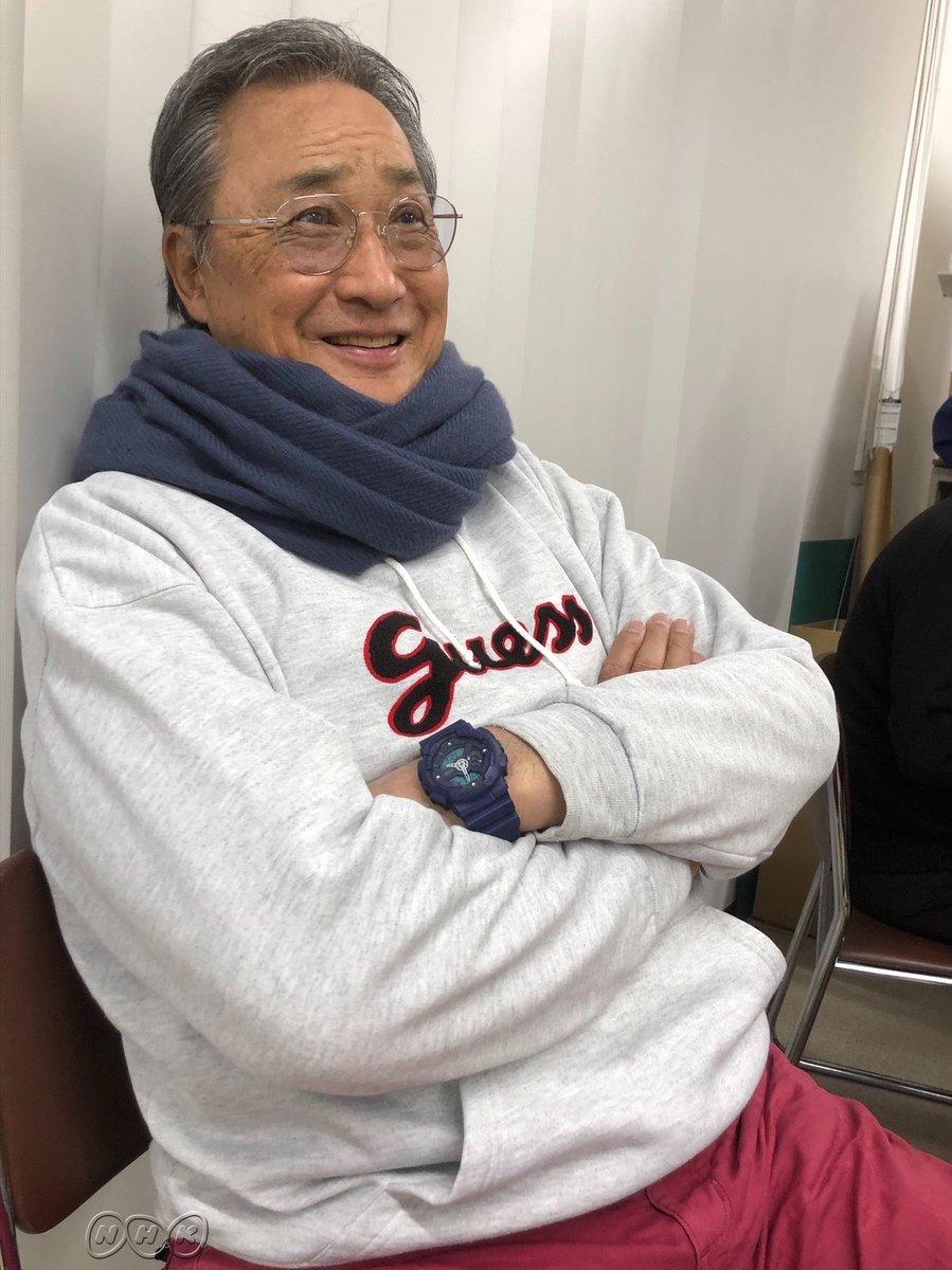 【きょうの さん】  「この服?  もらいもんだよ…!    前にもらった服は  なんか書いてあるな~と  思ってたら…   松井秀喜のサインだった    気づかず着てた!  …着ちゃいけないよな(笑)」   きょうは… https://t.co/avZIYbtKbp