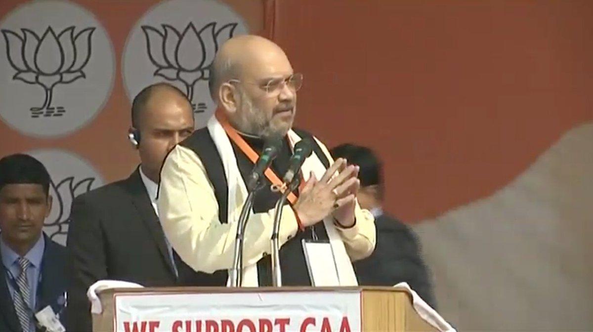 नरेन्द्र मोदी जी CAA लेकर आए हैं। कांग्रेस, ममता बनर्जी, अखिलेश, मायावती, केजरीवाल सभी इस बिल के खिलाफ भ्रम फैला रहे हैं: श्री @AmitShah #IndiaSupportsCAA