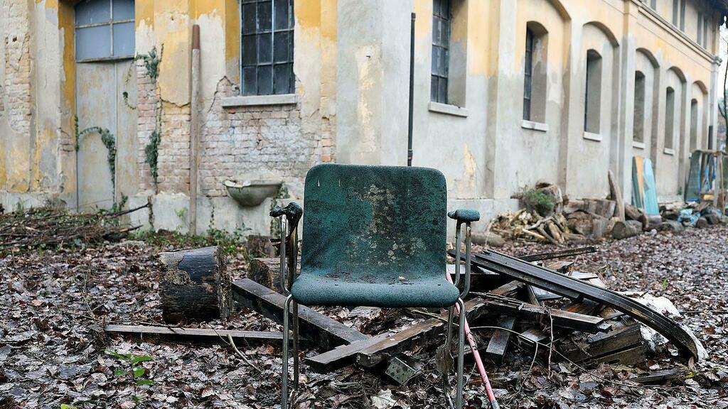 Degrado, abbandono e decadenza: così muore l'ex...