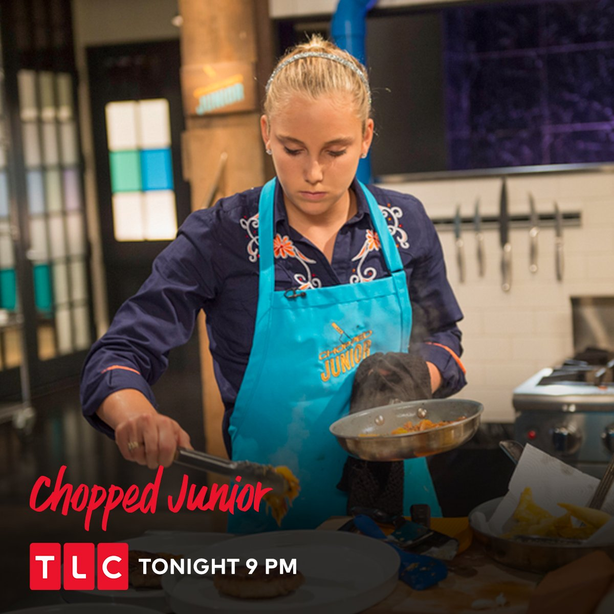 An odd combination of sugar and fish throws the young chefs off their game. Find out who gets through the storm! Watch #ChoppedJunior, tonight at 9 PM, only on TLC.   #TLC #TLCIndia #food #foodlove #chefs #kids #kidchefs #foodies<br>http://pic.twitter.com/u7fv76dOGy