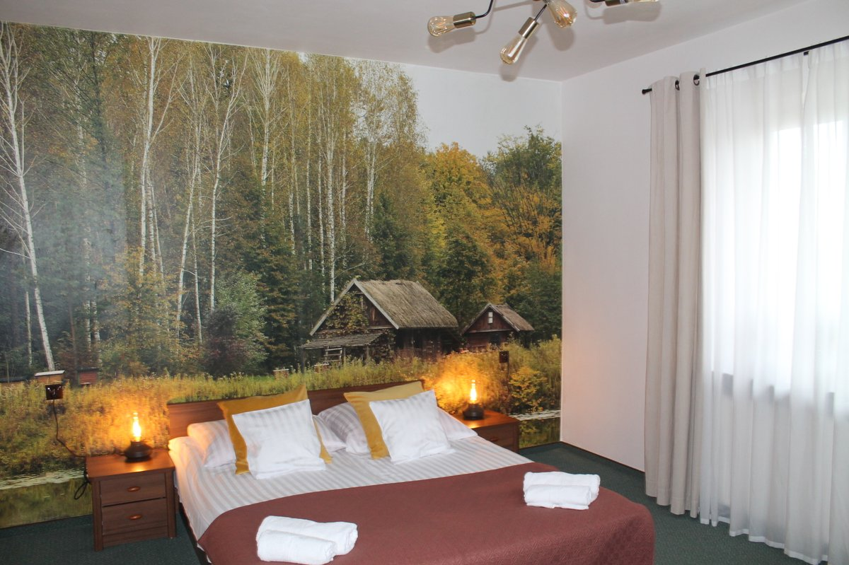 Pięknie na naszej Lubelszczyźnie! W tle, na ścianie pokoju fototapeta przedstawiająca krajobraz pobliskiego rejonu;-)pic.twitter.com/SpDhtuuNjx
