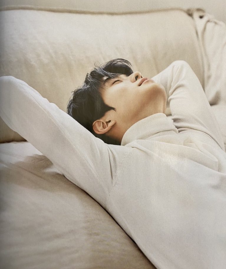 This picture...gives me....so much thoughts......  Like Jae's back must be hurting and he's stretching the pain away aww  <br>http://pic.twitter.com/ycUCj9keXg